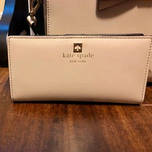 Authentic Kate Spade Beige Wallet ♠️